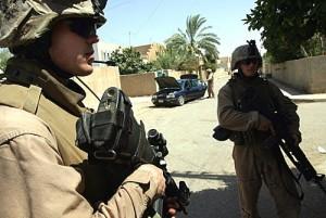 Ellenőrzőpont Ramadi utcáin